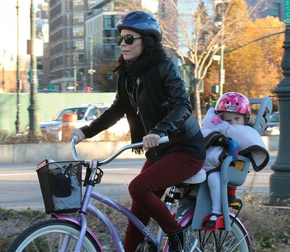 Bethenny Frankel - Bethenny Frankel Takes Daughter Bryn To The Park