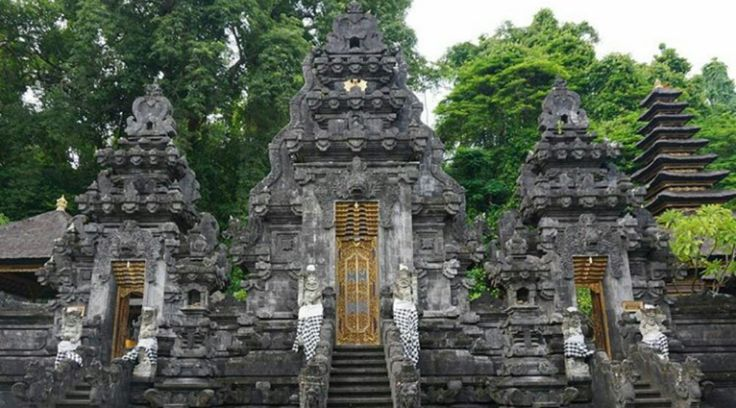 When you go on vacation to Bali, travel to some of the temple would be one option to complete your journey. Besakih Temple or the largest temple in Bali is one of the temples that you must visit....