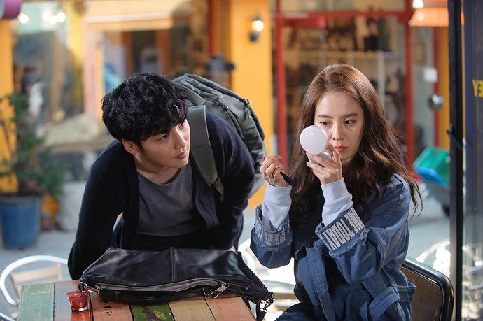 "Song Ji Hyo & Byun Yo Han's Street Encounter + Other ""Ex-Girlfriend Club"" Stills Of The OTP"