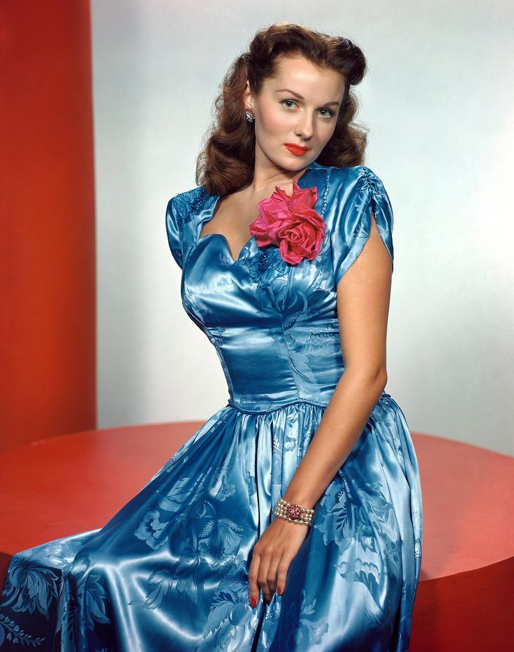 Beautiful colour portrait of glamorously attired actress Rhonda Fleming. #vintage #1940s #actresses