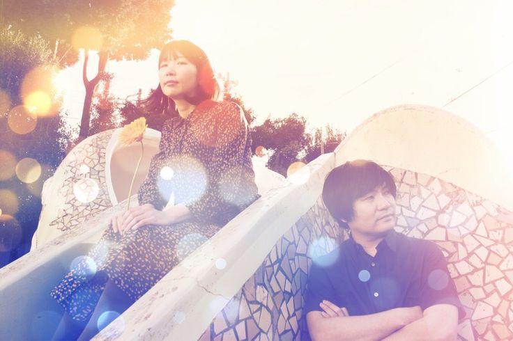 ピロカルピンVo/Gt 松木智恵子(東京都出身) Gt 岡田慎二郎(愛知県出身)2003年結成。東京・下北沢を拠点に活動。2009年にインディーズデビュー。耽美的でノスタルジックなメロディに、独自の世界観に彩られた歌詞、空高く澄み渡る松木の声、独特なバンドサウンドが幻想的な世界を描き出す。2012年ユニバーサルミュージックよりメジャーデビュー。2013年1st フルアルバム『太陽と月のオアシス』をリリース、全国ツアーを行い、年末は COUNTDOWN JAPAN 13/14 へ出演。2014年には10 周年記念ワンマンを東名阪で開催。年末には自主レーベル「miracle oasis music」を設立し、2015年2nd フルアルバム『a new philosophy』をリリース。業界初の試みとなるアルバム全曲のハイレゾ音源 DL カード封入が話題に。2016年通常の流通盤とは違ったコンセプトで制作するコレクションシリーズ第一弾「3分間」を発表。2017年アルバム制作のクラウドファンディングを実施し176%の達成率で大成功させる。http://pirokal.info/