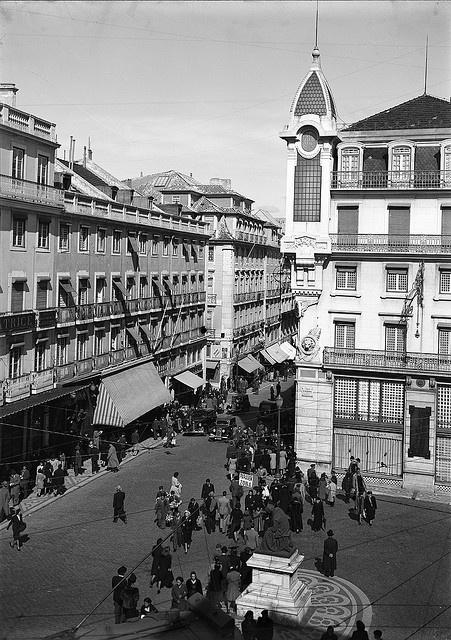 Largo do Chiado, Lisboa, Portugal    Fotógrafo: Estúdio Horácio Novais.  Fotografia sem data. Produzida durante a actividade do Estúdio Horácio Novais, 1930-1980.