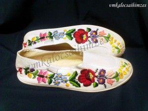 Kati kalocsai mintás kézzel hímzett cipő