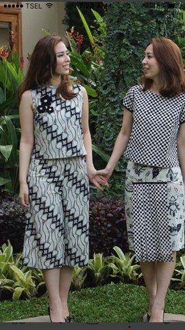 Pakaian batik tidak hanya dikenakan saat hajatan atau acara formal saja, batik modern juga bisa digunakan sebagai pakaian sehari- hari lho.