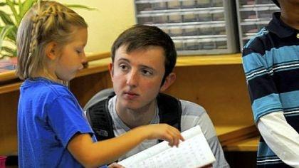 Kinderen en studenten leren van elkaar