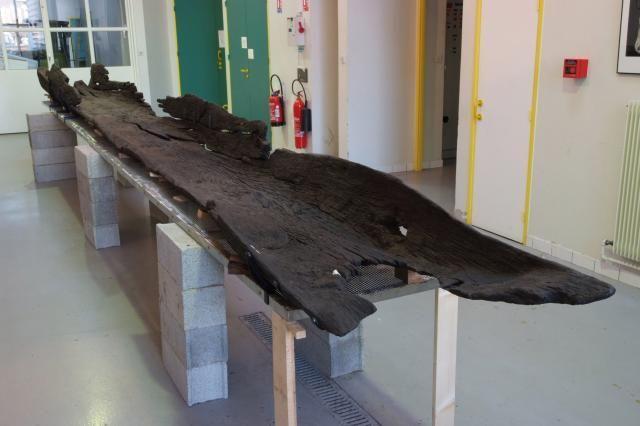 Pirogue monoxyle carolingienne de Gueugnon découverte en 1984 sur la rive droite de l'Arrou, traitée entre 2005 et 2007 par Arc Nucleart (Grenoble).