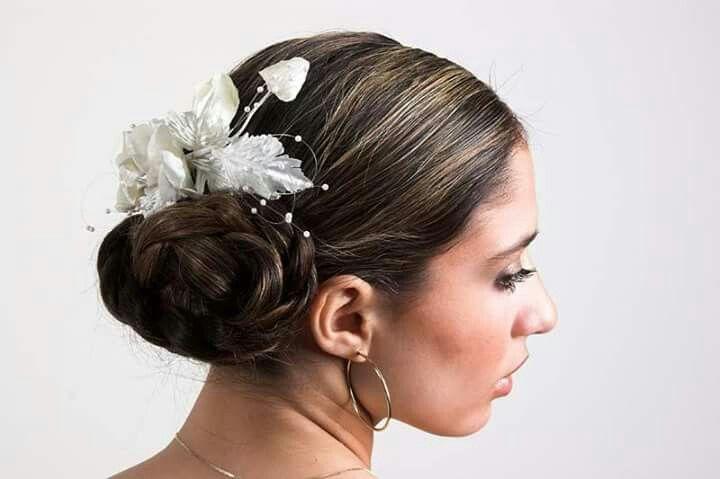 Bruidskapsel, knot in de nek Hair by Jolande Goverde