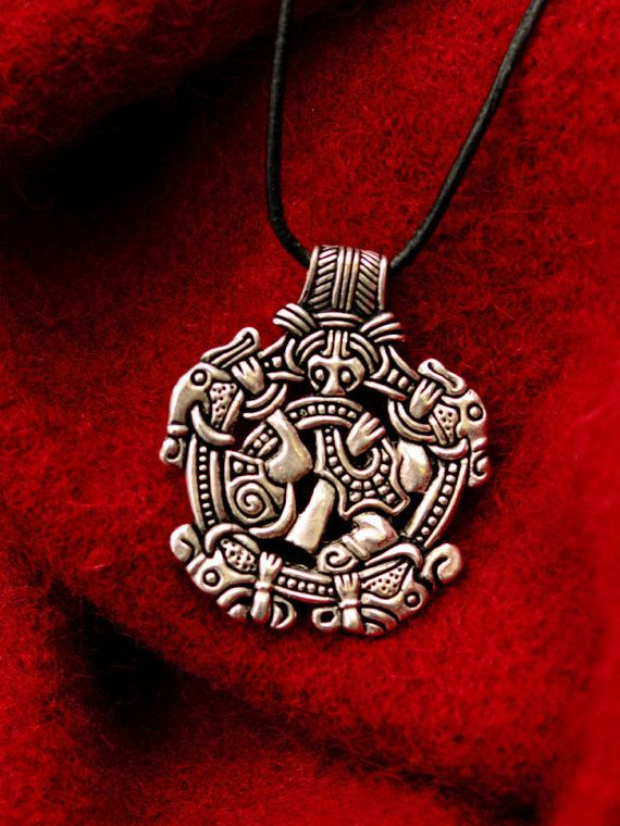 Gripping Beast Pendant of the Vikings, by PeraPeris.