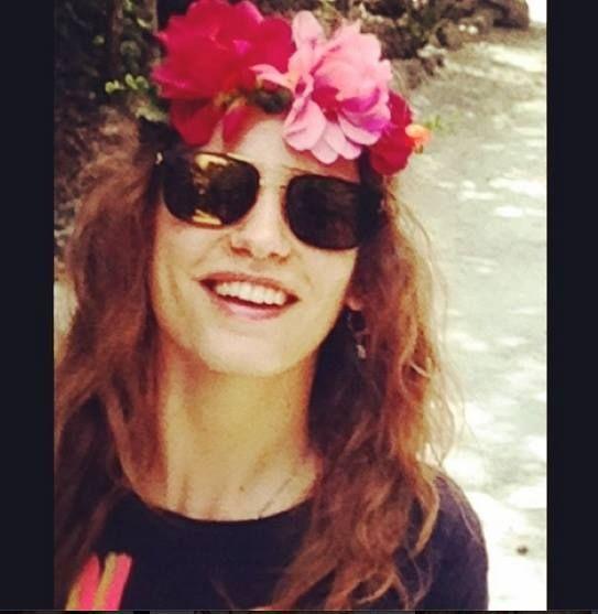 She like Lana Del Rey / Serenay Sarıkaya
