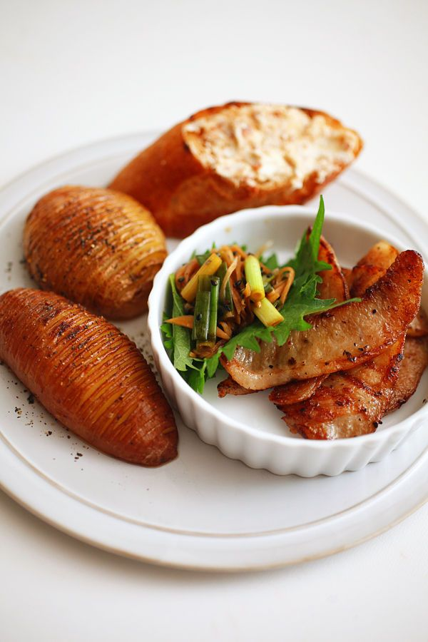 ハッセルバックポテト+豚トロ葱だれ+クリチ梅のオープンサンド(トップ)