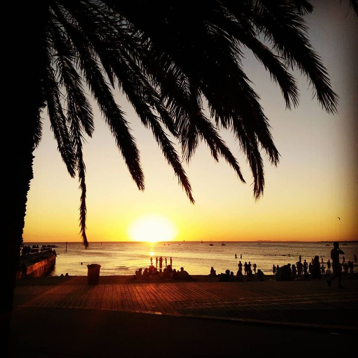 Yes yes more sunset pics. But look at it.. I mean how could you not? . . #explore #traveldudes #travelourplanet #melbourne #getoutside #selfie #goodvibes #peace #magic #traveltheworld #love #dentalassistant #instatravel  #traveler #landscape #stkilda #landscape_lovers #nakedplanet #travel #instanature  #doyoutravel #travelphotography #australia #wanderaustralia