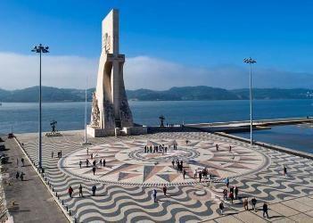 Padrão dos Descobrimentos, Belém, Lisbon. Este lugar é lindo, olha  a nossa calçada de Copacabana aí também...numa praça da cidade tem a mesma calçada.