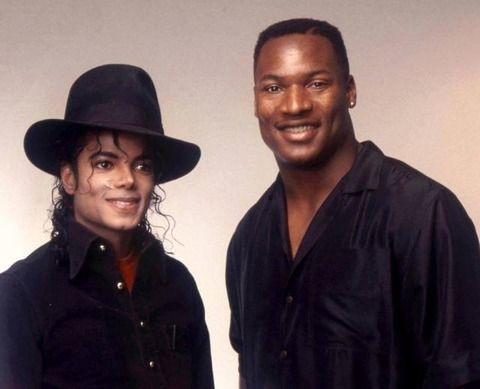 1989年11月28日、 マイケルはLAのレコーディングスタジオにいて 大リーガー兼アメフト選手のボー・ジャクソンの訪問を受け