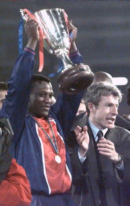 Coupe des Coupes 1995-1996 - Finale PSG - Rapid de Vienne : 1-0 Le PSG remporte sa première (et seule) coupe d'Europe de son histoire grâce à un but sur coup france de Bruno N'Gotty.