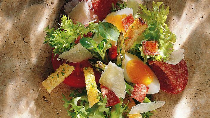 Salat med salami og egg - Kos - Oppskrifter - MatPrat