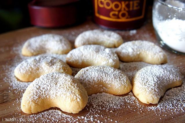 almond crescent cookies | Yum | Pinterest