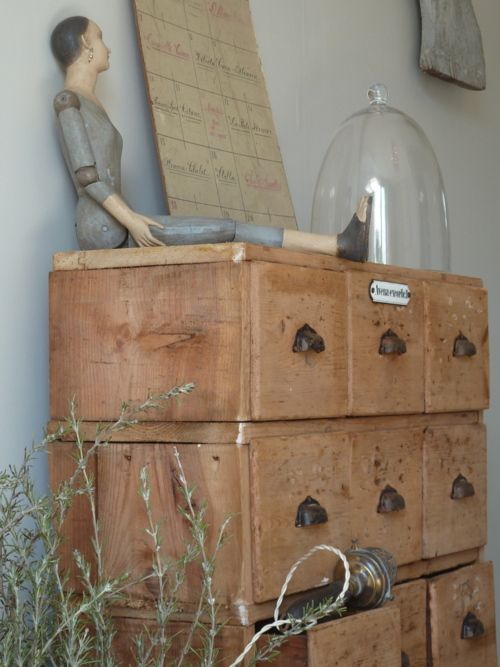 love the old drawers