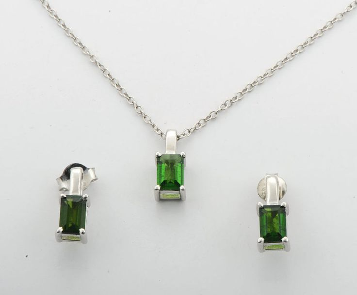 CHROME DIOPSIDE 1.67 CARAT EARRINGS PENDANT WITH CHAIN IN 925 STERLING SILVER