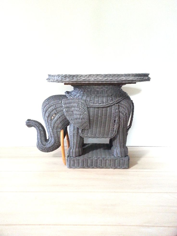 Vintage Wicker Rattan Elephant Tray Side Table Plant Stand Display Garden  Stool Hollywood Regency Palm Beach Tropical
