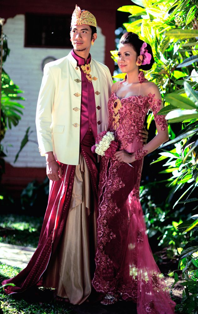 Fuchsia Kebaya & Safari with luxury Endek Bali Ikat