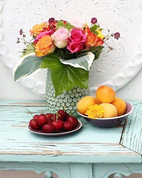 Guten Morgen Und es regnet schon wieder mal - nix mit Flohmarkt! #roses #rosen #cherries #kirschen #aprikosen #stilllife #tablesetting #colourful #canonphotography #picoftheday #photooftheday #nofilter #followme #whereisthesun #may #instaflower #instagood #instadaily #instalove #love #beautiful #lovemylife #flowerslove #rainysunday #goodmorning #holidays