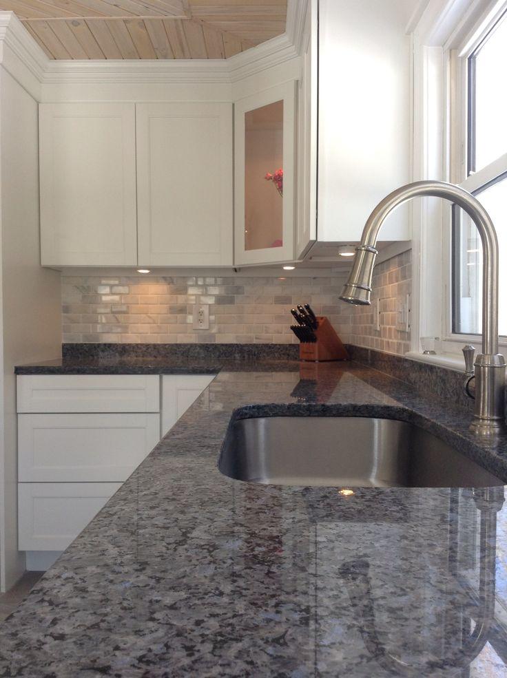 Best 25+ Granite backsplash ideas on Pinterest | Kitchen ... on Best Backsplash For Granite Countertops  id=47561