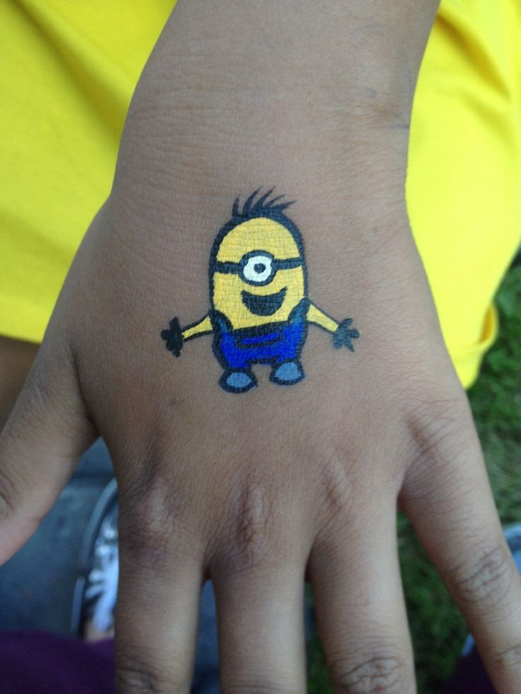 Minion face painting on hands | Double M Artist