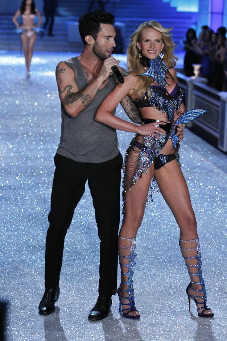 Adam singing to an Angel.Fashion Show, Adam Levine, Secret 2011, 2011 Victoria, Adam Singing, Victoria Secret Fashion, Victoria Secretfashion, Secret Angels, Victoria Secret Models