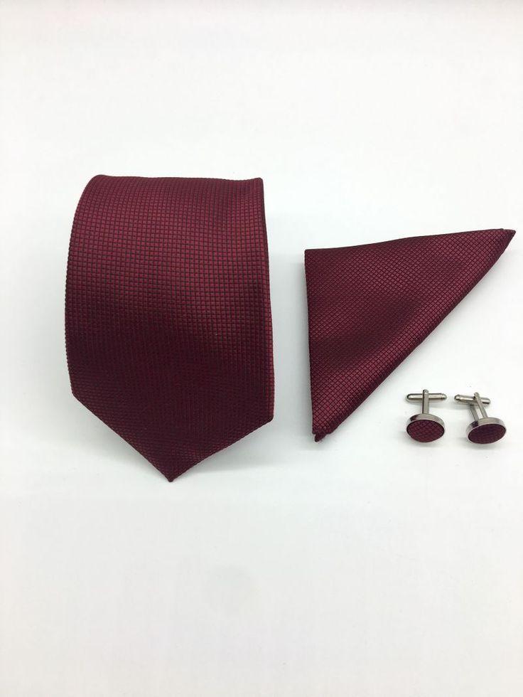 Set de accesorii nunta, format din cravata, batista si butoni camasa, special conceput pentru miri stilati.   Piesele vestimentare din acest set vor da o pata de culoare tinutei tale de ocazie, indiferent de tema evenimentului.   Poti purta cravata, batista si butonii camasa impreuna sau separat,...