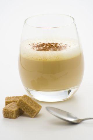 Irish cream - lichior de whiskey: cum se face. Reteta lichior crema de whiskey. Bauturi pentru Craciun si Revelion.