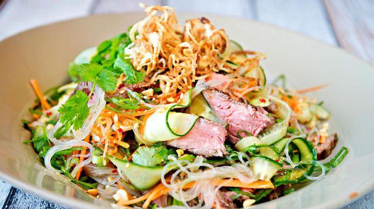 Salat er både nok mat, og vintermat. Vi har funnet frem fire oppskrifter på deilig, lune salater som passer fint til middag selv i vinterkulda.