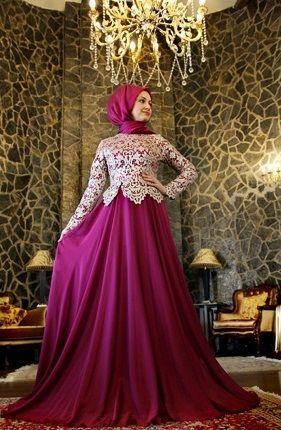 Lila ve bej rengi kadınların en sevdiği renkler arasındadır. Bu güzel tesettür abiye modeli de bu sevilen renkler ile tasarlanmış tesettür abiyeler içinde en beğendiğimiz tesettür abiye modelleri arasında yerini almış bulunuyor.