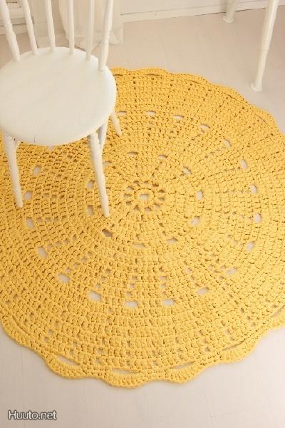 Keltainen virkattu matto / Yellow knitted mat