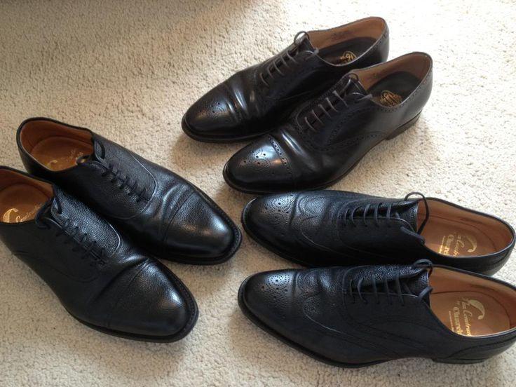 かつては良心的な価格と質実剛健な品質で「英国の良心」とも言われ、世界中の男たちに愛されてきた「Church's(チャーチ)」。現在では当時ほどの低価格での入手はできなくなったものの、本格英国革靴の一角を占める「男の憧れ的な存在」であることに変わりはない。今回は、チャーチの歴史や鉄板人気モデルなどに触れながら、秘められた魅力を紹介! チャーチの魅力1「8週間、250工程におよぶ製造」 チャーチのウェルトシューズは、現在でも昔と変わることなくノーザンプトンの工場で1足あたりに8週間の時間をかけ、250にもおよぶ工程を経てから出荷されることで知られる。 northamptonshirebootandshoe 製造はすべて工場内で専門の職人たちの手作業や技術を通じて行われる。製法はもちろん、英国靴のスタンダード「グッドイヤーウェルト製法」を採用。※一部カジュアルモデルを除く。 https://youtu.be/uBHZcelANVg チャーチの魅力2「革靴の常識を変えた歴史」…