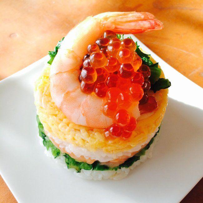 お祝いごとぴったりなかわいいちらし寿司!「菜の花のミニちらし寿司ケーキ」