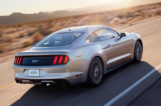 2016-Ford-Mustang-Shelby-GT500-rear-view