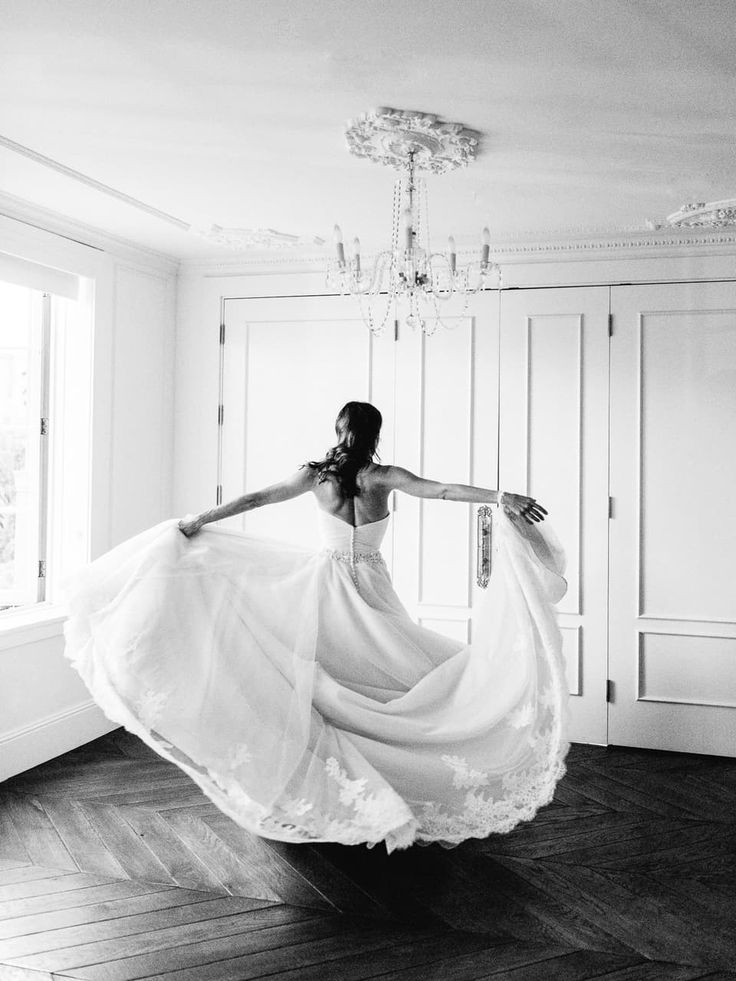 A gorgeous California art deco wedding in a location that couldn't be any better with a ballet dancer bride in a gorgeous gown to boot!