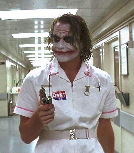 "Joker Nurse ... ""Ou se morre como herói, ou vive-se o bastante para se tornar o…"