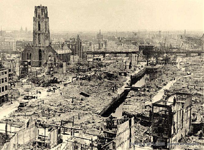 Op 14 mei 1940 rond 13:30 uur voerden de Duitsers in het kader van de Duitse aanval op Nederland in 1940 een bombardement op Rotterdam uit.