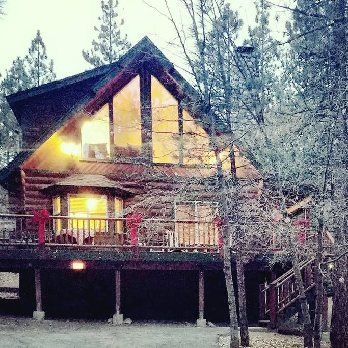Entire home/apt in Big Bear Lake, United States. Sinatra's Villa, where family and friends unite! This beautiful 3 bedroom, 2 bath, 2 story Log cabin Professional pool table, Wifi, Charter cable and a Smart TV in most rooms, Foosball, Games, fireplace and so much more!  Relaxation  and entertain...