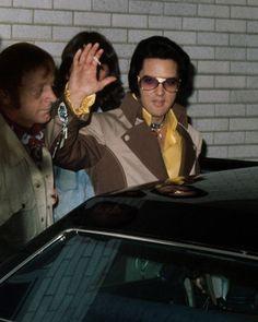 1975 7 22 0 Elvis Presley avant de quitter Greensboro pour Asheville, Caroline du Nord