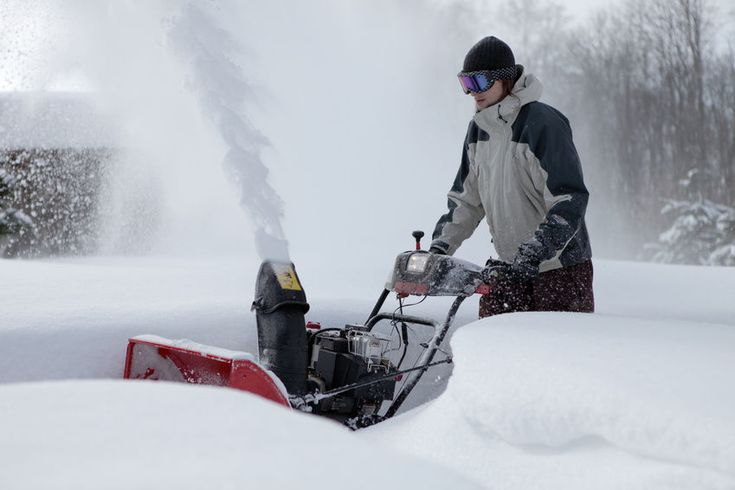 The 6 Best Gas Snow Blowers 2016 #Winter