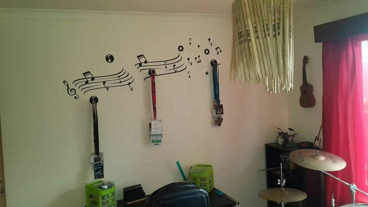 Use broken drum sticks to make a lampshade