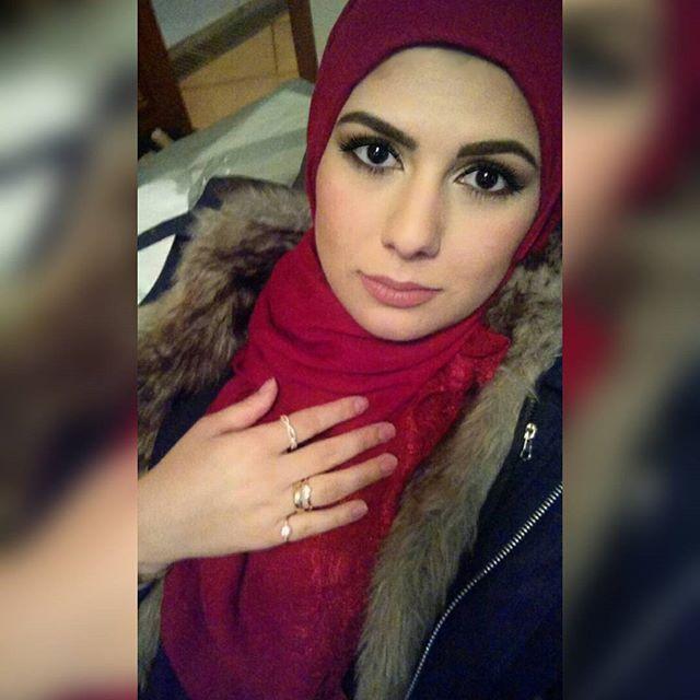Lemme take a selfie  #selfie #hijab #hijabi #hijabers #hijabfashion #hijabista #hijabiselegant #scarf #makeup #sissone #sissonedailus #dailus #red #black #love #lifestyle #mylife #instafollow
