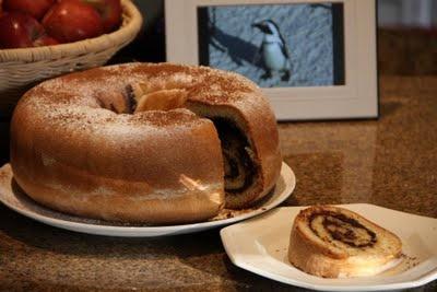 ΛΕΜΟΝΙ ΚΑΙ ΚΑΝΕΛΑ: Bundt Chocolate Swirl Cake