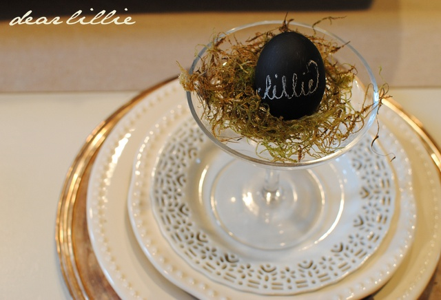 pretty Easter placesetting - chalkboard painted egg!