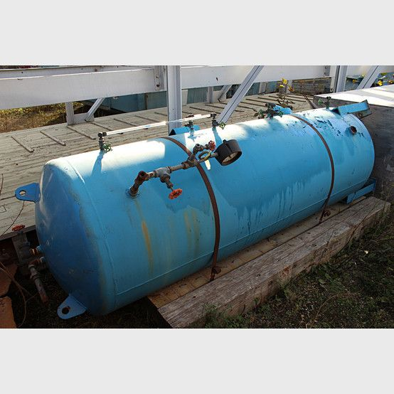 Vertical Air receiver supplier worldwide - Used Vertical Pressure Vessel 3 ft. x 9 ft. for sale - Savona Equipment