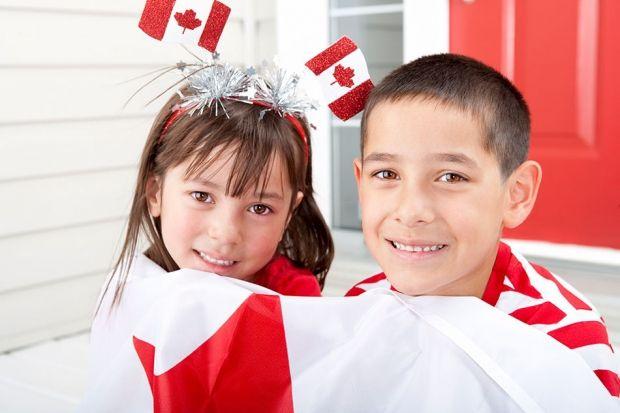 8 Canada Day crafts! http://www.canadianliving.com/crafts/other_crafts/8_canada_day_crafts.php?utm_content=buffer628d3&utm_medium=social&utm_source=pinterest.com&utm_campaign=buffer
