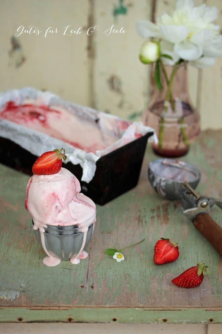 Gutes für Leib & Seele: Frischkäse-Erdbeereis