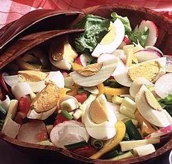 Cukkínis-tojásos saláta